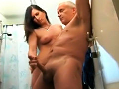 Old geezer gets a fucked up handjob