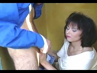 Brunette milf slut caught peeing outdoors and got her wet pussy fucked