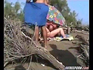 Voyeur Filmed Beach Amateur Blowjob With Cam