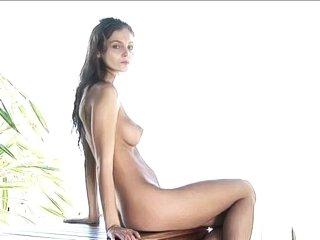 linda l posing nude on thai beach