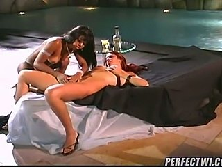 Lesbian Latina fingering action
