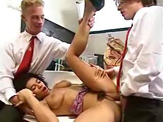 Sexy Arab Hooker fucked threesome