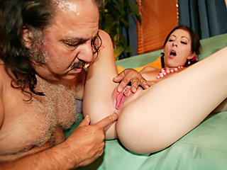Geezer Ron Jeremy fucks Teen Kenna