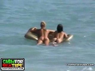 Guy and his GF are having fun on the beach spying naked bodies and then fuck