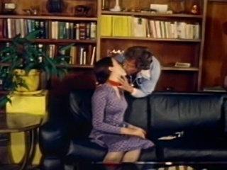 John Holmes Screws The Stars - Annette Haven, Seka, John C. Holmes, Desiree Cousteau, Lisa DeLeeuw, Susan Hart, Rhonda Jo Petty, Misty Reagan, Lisa Wong