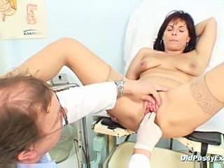Milf gets her pussy examined nice and close