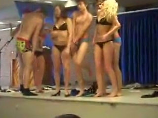 Super Nice video of amateur girlfriends dancing and kissing