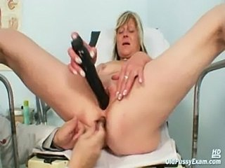 Nada visits her gyno doctor for mature pussy speculum gyno e free