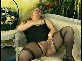Fat bitch pisses while suckign a cock
