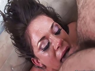 Savannah Stern gives nasty blowjob