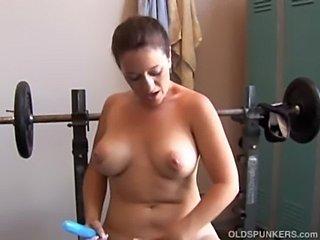 Big tits milf is feeling horny  free