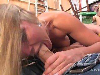 Sexy blonde Nikki Jayne is sucking cock for free