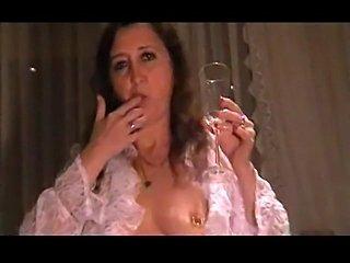 Mature kinky slut drinks her own piss
