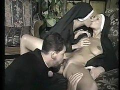 porno-vecherinka-v-zhenskom-klube-smotret-video