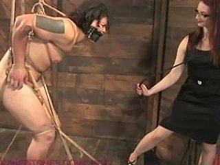 Dominatrix tests male submissive's manhood