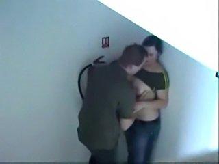 Dando a buceta no corredor escondida safada  free