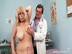 Milena visiting her gyno doctor friend who is opening and gaping her old...