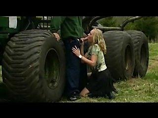 Vom Traktorfahrer gefickt.