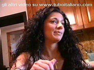 Due troie per un aperitivo - italian porn  free