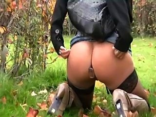 lilly love public piss and anal plug in berlin