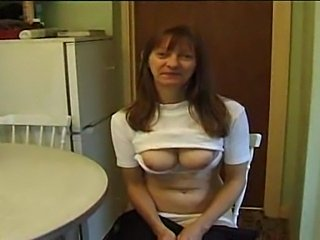 Mature British wife proves she can yum a dick