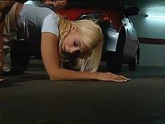Rubia italiana cuenta como es violada en el parking  free