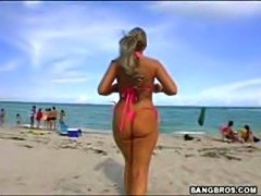 Horny blonde babe with big juicy butt ass teasing in the beach