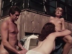 Classic porn threesomein the backyard