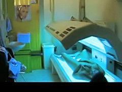 Voyeur caught Amateur girl in a solarium bed